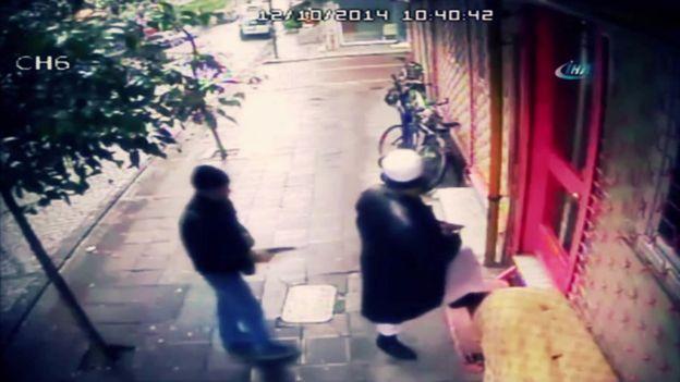 Özbek din adamı Abdullah Buhari, Zeytinburnu'nda tetikçi silahını çekmiş ateşleyecek